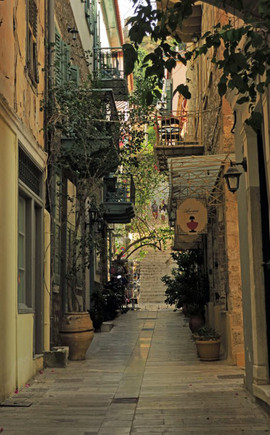 Nafplio-alley-The-Greekish-Life.jpg