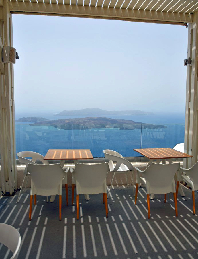 Santorini-restaurant-view-The-Greekish-L