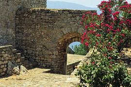 Palamidi-arch-Nafplio-The-Greekish-Life.