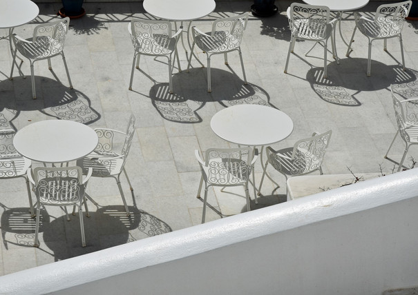 Santorini-white-tables-The-Greekish-Life