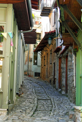 Arcadia-Greece-Dimistana-town-alleyway.J