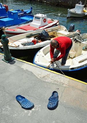 Santorini-Old-Port-fisherman-The-Greekis