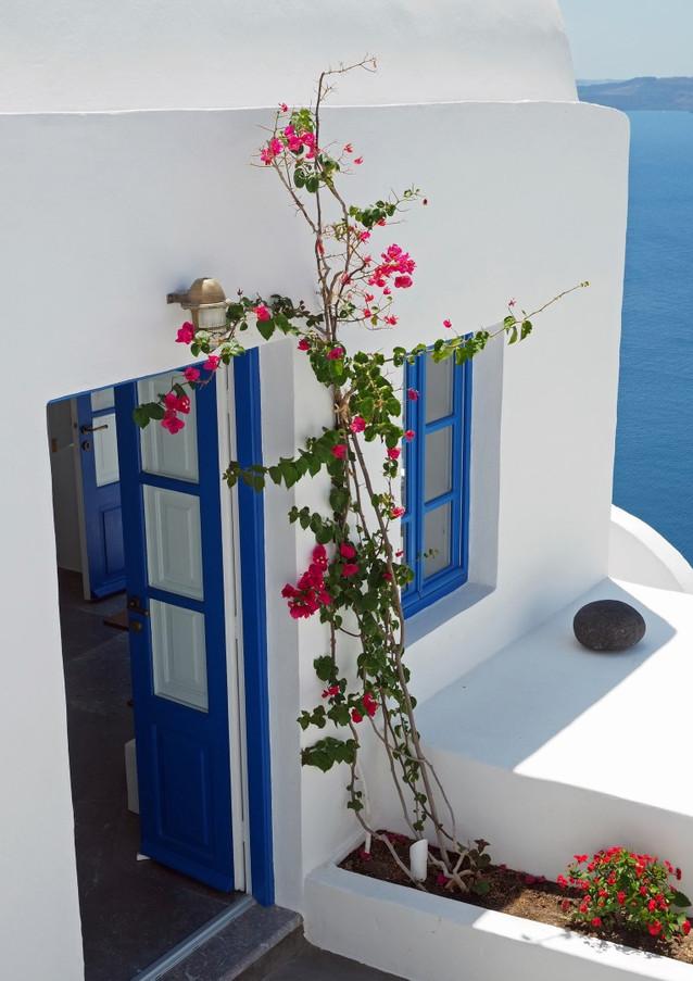 Santorini-doorway-bougainvillea-The-Gree