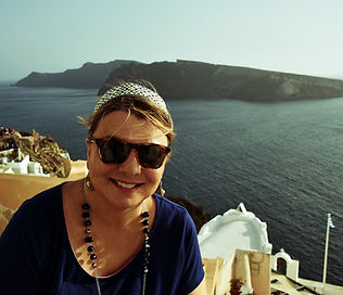 The-Greekish-Life-me-in-Santorini.jpg