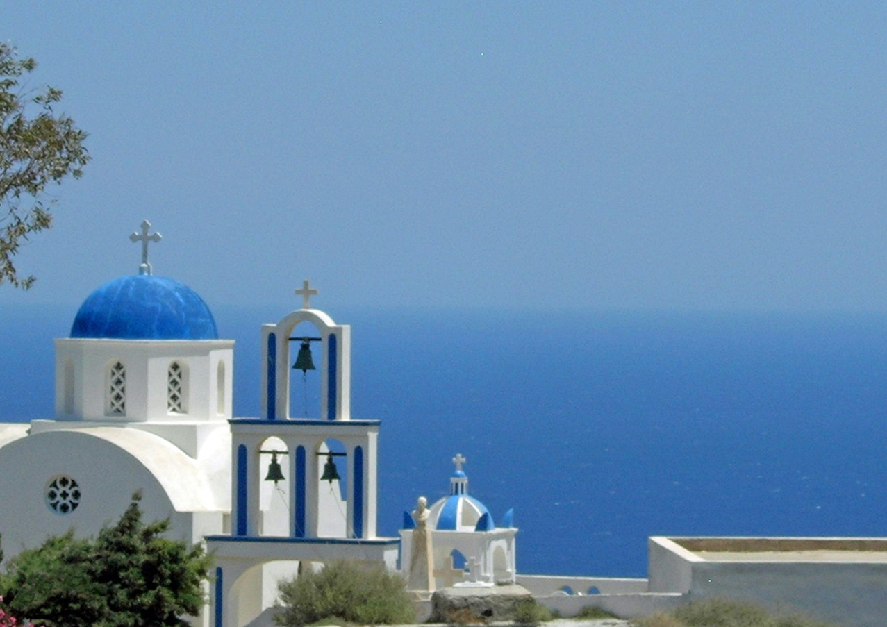 Santorini-Blue-Dome-and-sea-The-Greekish