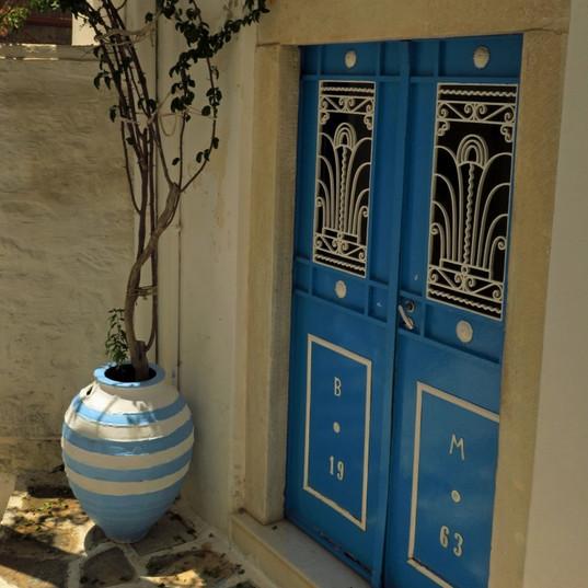 Welcoming doorway, Filoti