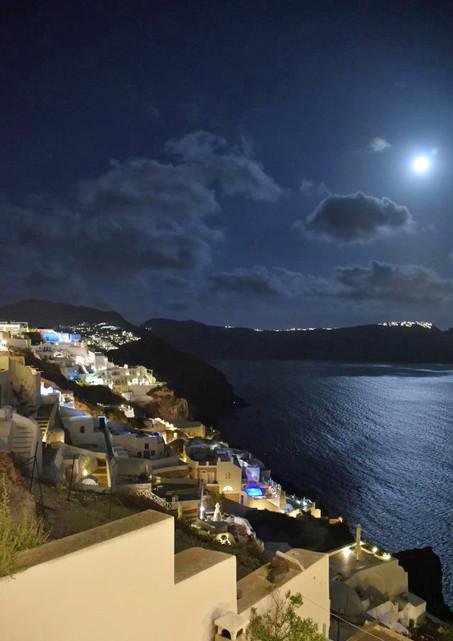 Santorini-full-moon-The-Greekish-Life.jp