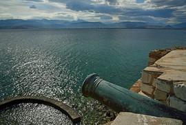 Nafplio-cannon--The-Greekish-Life.JPG