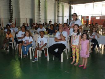 Chá Beneficente reúne comunidade em tarde de comemoração