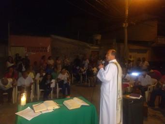 Missa nas Casas - rua Quitandinha recebe celebração