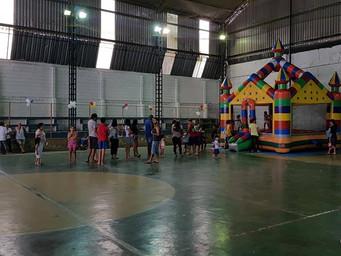 Festa das Crianças: o sorriso sincero na brincadeira dos pequenos.