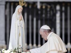 Maria nos capacita a atravessar com fé os momentos dolorosos