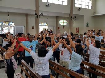 Tarde de Louvor: Alegria e Oração na tarde de domingo