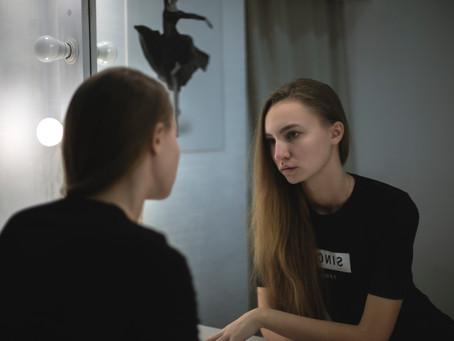 Selbstmitgefühl erlernen und den inneren Kritiker zum Schweigen bringen