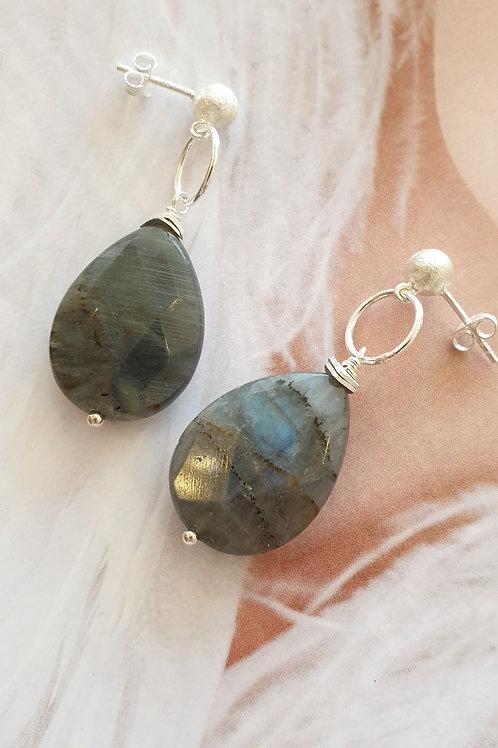 Stilvolle Ohrringe Silber mit facettiertem Labradorit