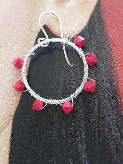 Creolen-Boho Ohrringe Silber mit roten Swarovski-Perlen