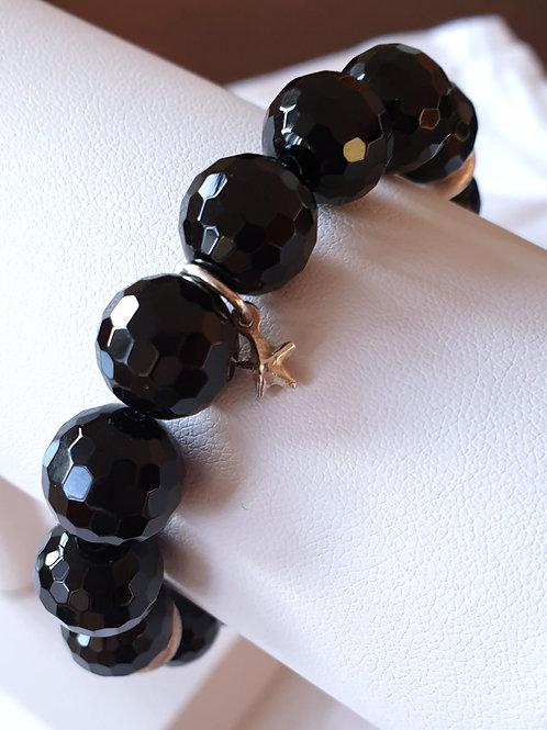 Modisch-schlichtes Armband mit facettierten Onyx
