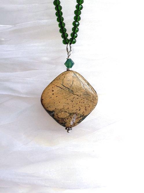 Modisch-elegante Halskette mit Jaspis