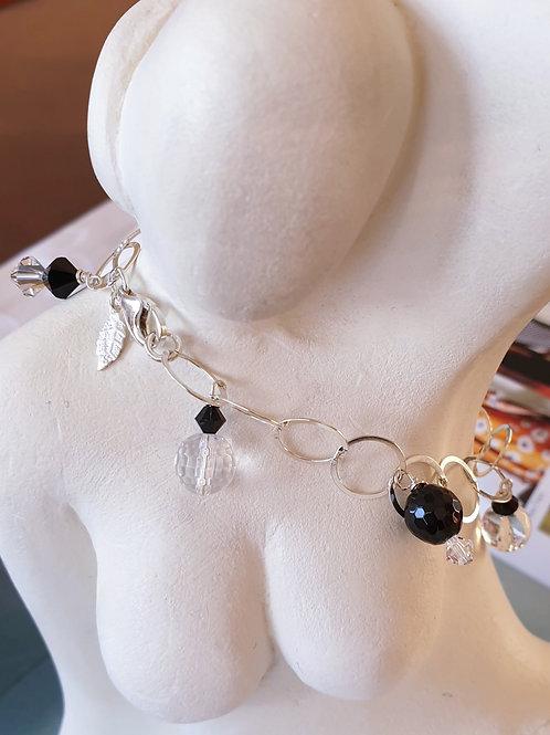 Zeitloses Armband aus Silber und Swarovskiperlen