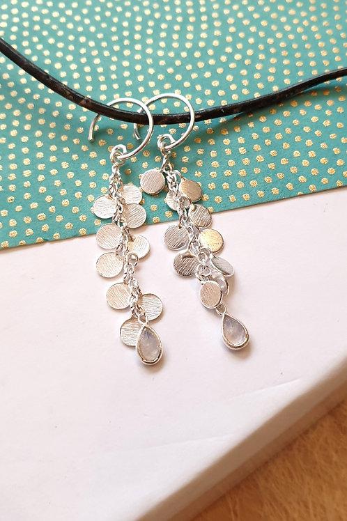 Feine feminine Silber-Ohrringe mit Mondstein-Tropfen