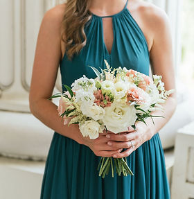 white bridesmaid bouquet