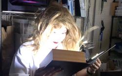 光る魔法の本