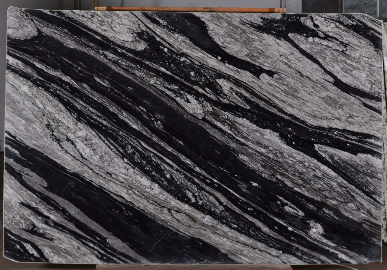 Black-Mountain-3cm