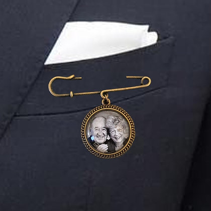 Suit Pin with 1 Bronze Round Charm