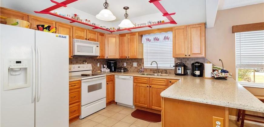 2312MargDr-Kitchen.jpg