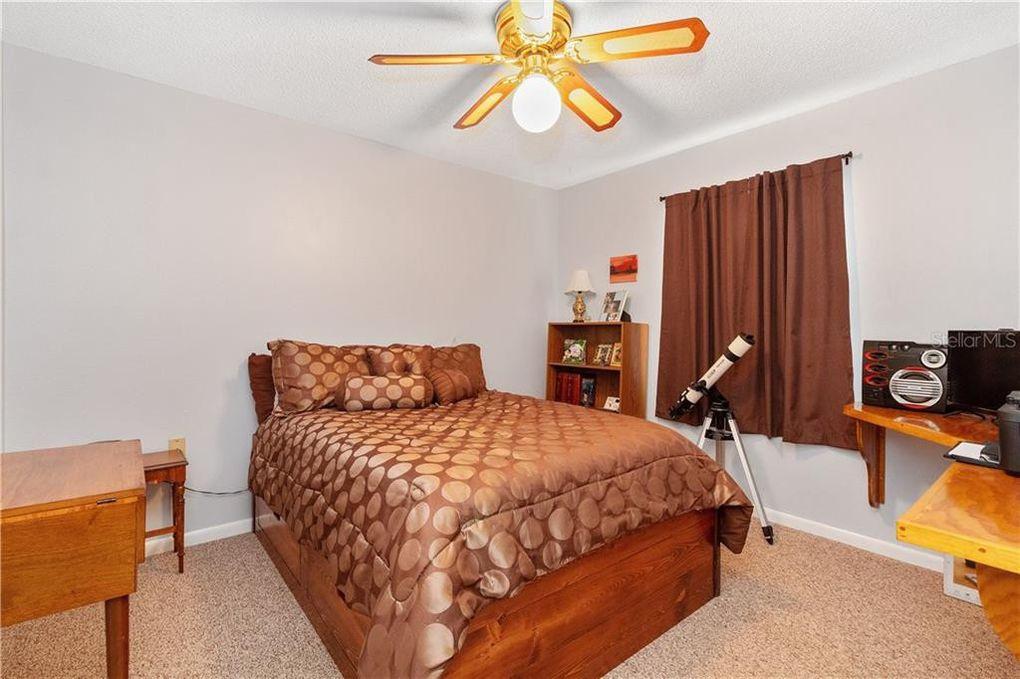 2312MargDr-bed2.jpg