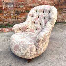 Victorian Button Back Upholstered Bedroo