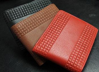 本革二つ折り短財布