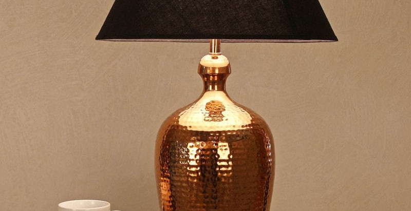 Impart A Rich Look With This Stunning Colonial Lamp