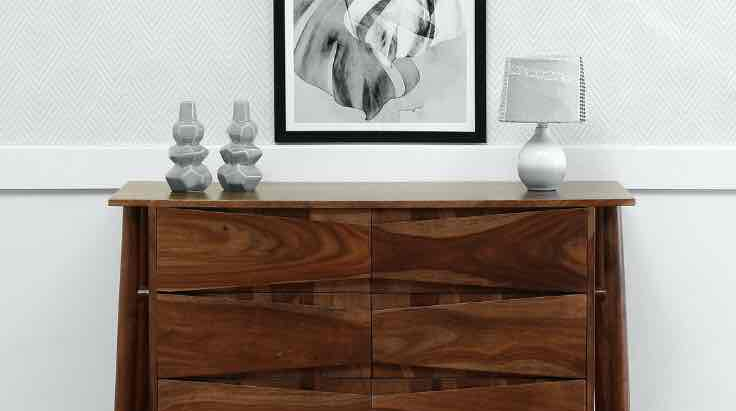 Aesthetically Designed Wooden Chest of Drawers