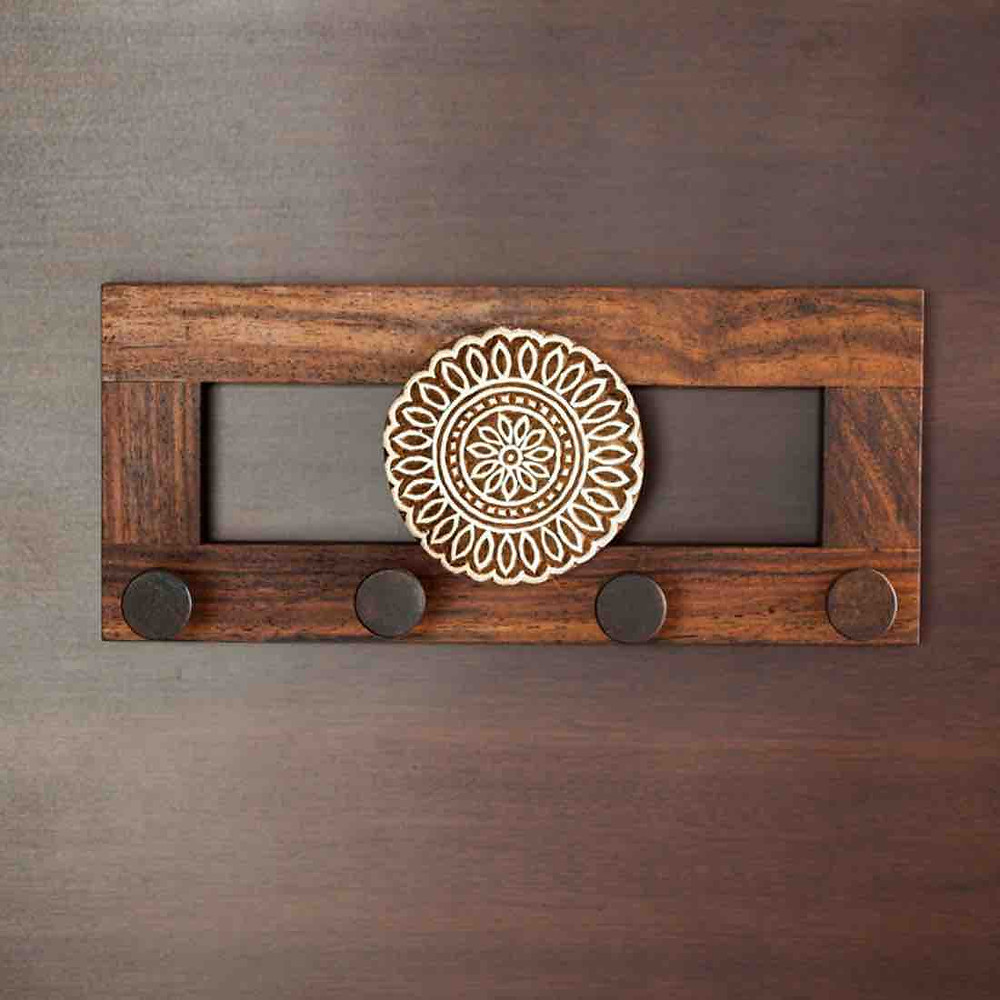 Wood Flower Block Key Holder: Definitely A Piece of Attraction For Your Visitors