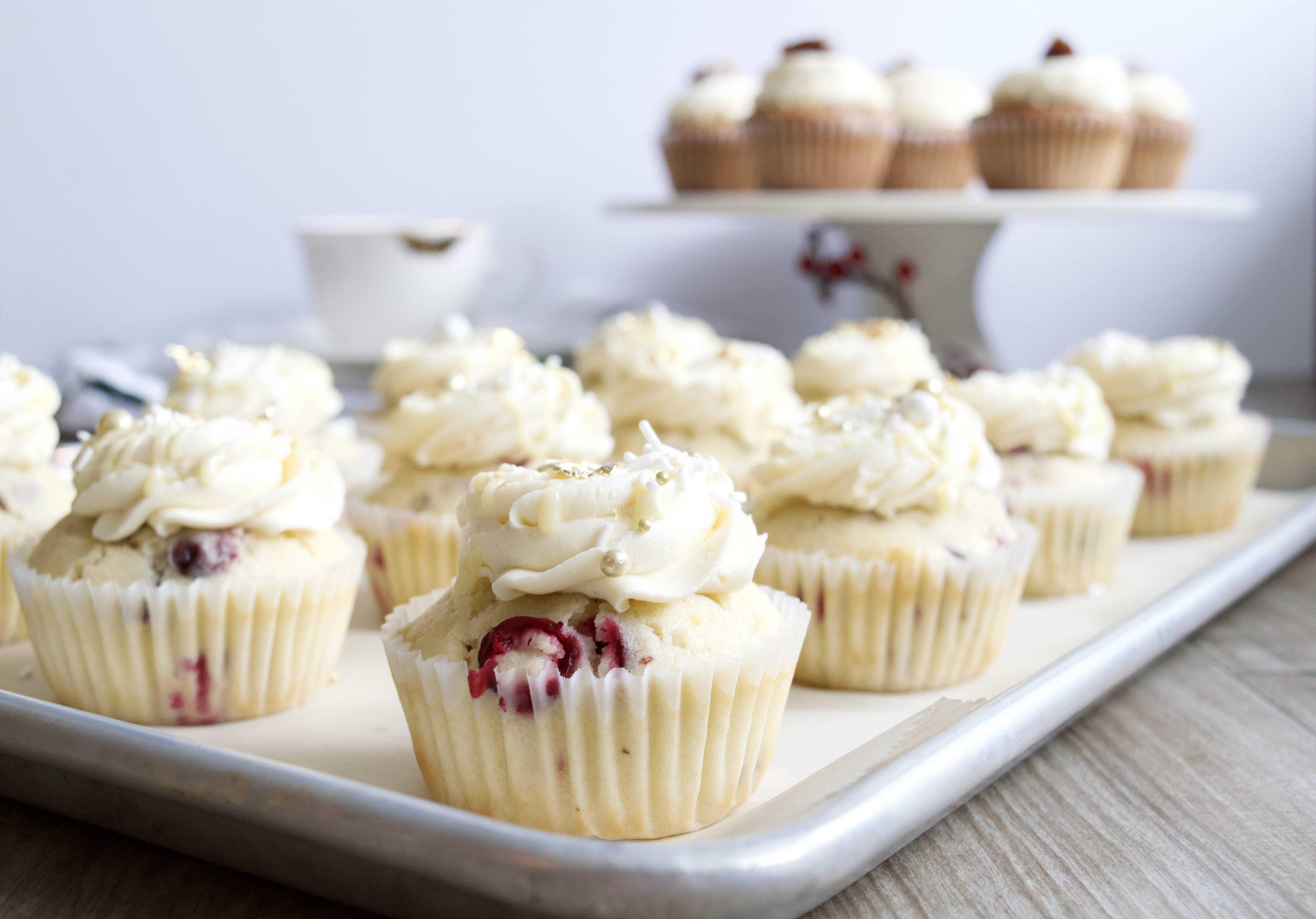 Cranberry-white chocolate cupcakes
