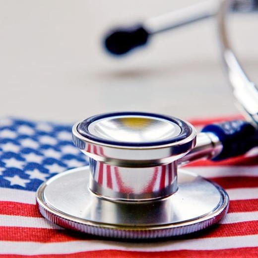 Los inmigrantes indocumentados y el sistema de cuidado de la salud