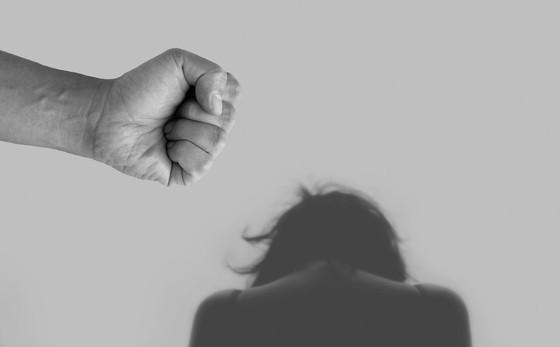 VIOLENCIA CONTRA LA MUJER EN LATINOAMERICA Y ESTADOS UNIDOS, LA OTRA PANDEMIA