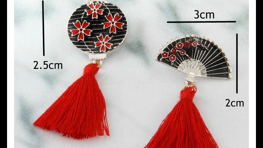 Retro Chinese Fan or Lantern Lapel pin