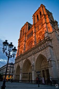 Coucher de soleil sur Notre Dame de Paris.