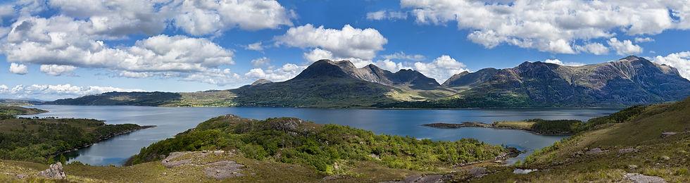 Loch_Torridon,_Scotland.jpg