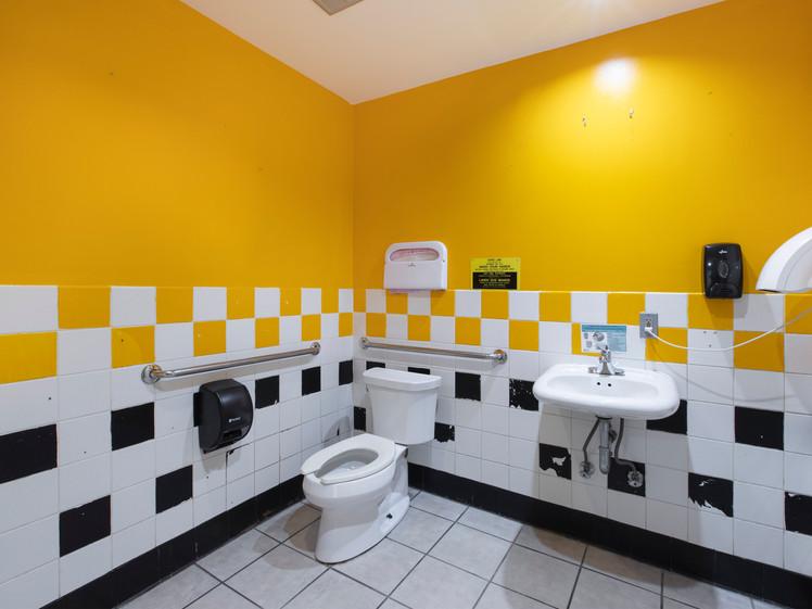 6331Mission Bath.jpg