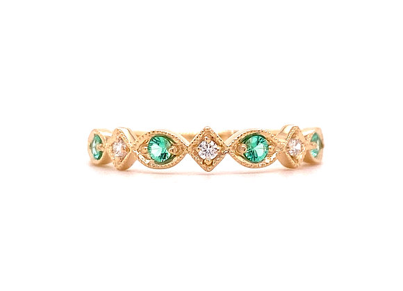 10KT YELLOW GOLD EMERALD AND DIAMOND RING