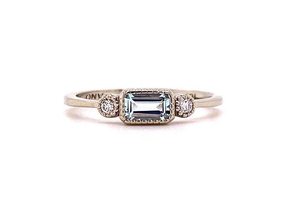 10KT WHITE GOLD AQUAMARINE AND DIAMOND RING