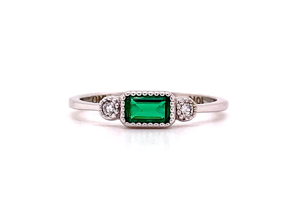 10KT WHITE GOLD EMERALD AND DIAMOND RING