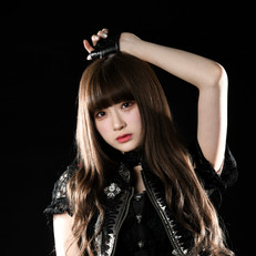 Model : 金子理江