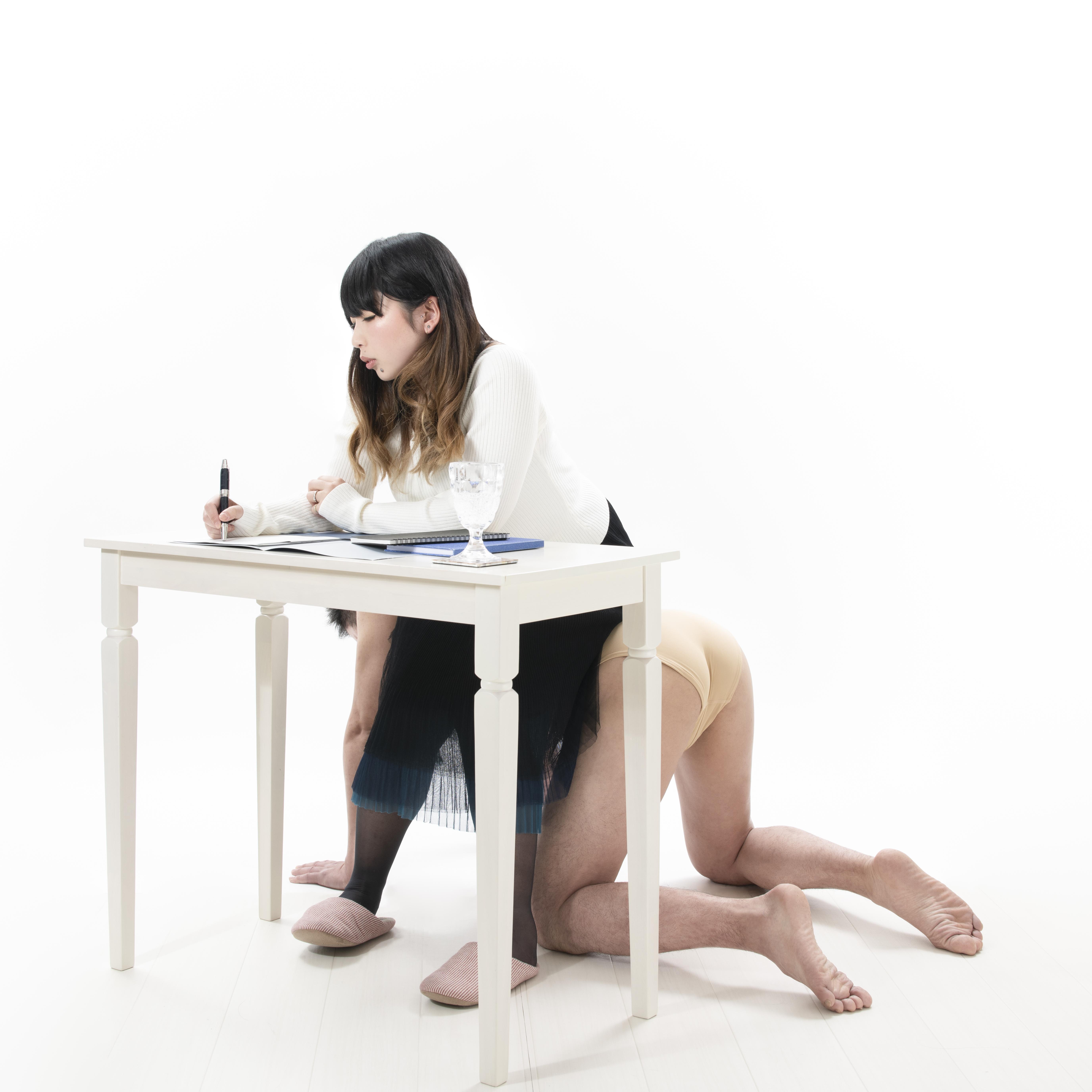 人間家具・椅子