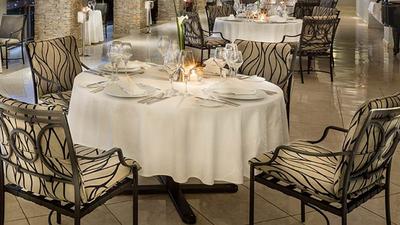 """Le restaurant """"Panorama"""" de l'hôtel """"Mille Collines"""", un art de vivre à la r"""