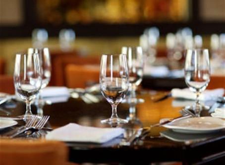 Savoir-Vivre : Comment Se Comporter lors d'un Déjeuner d'Affaires