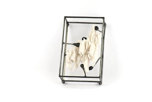Femke Woltering, Framed brooche, framewo